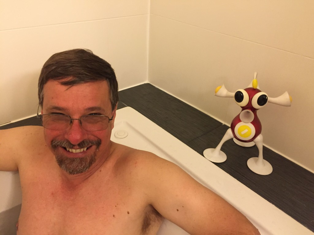 The Comfort Inn in Ellensburg offers a jacuzzi in its junior suites. Carl and Flip give it a go. Bubble on.
